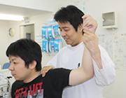 肩の痛み(肩関節捻挫)